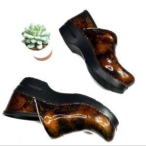 Dansko Brown Lead Pattern Slip Resistant Clogs EUC